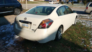 2011 Nissan Altima 105000 km, CVT, great Shapes, One owner