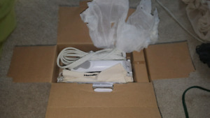 HAMILTON BEACH TRAVEL IRON FOR SALE! BRAND NEW! NEVER BEEN USED!