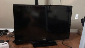 "TOSHIBA 40"" LCD screen for sale"