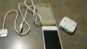 Apple 4TH Generation  8GB Ipod touch (white)