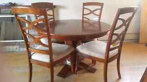 Dining table set..can deliver