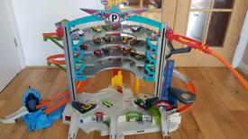 Hot Wheels Ultimate Garage + 20 Cars