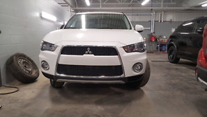 2012 MITSUBISHI OUTLANDER V6 LS AWC **PRICED FOR QUICK SALE**