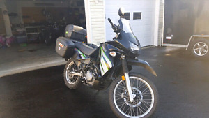 2009 Kawasaki Klr 650 with 3 removable lockable cases dual sport