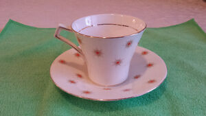 "Royal Albert ""Star of Eve, Orange Stars"", Art Deco Cup & Saucer Cambridge Kitchener Area image 2"