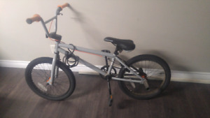 BMX come with a lock and a key / I can deliver