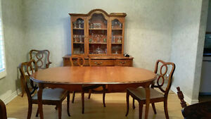Knechtel Dining Room Suite