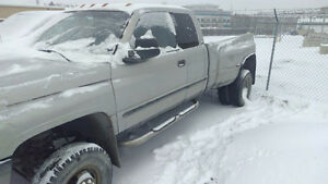 2000 Dodge Ram 3500 Diesel 4x4 Pickup Truck Low KM Dually
