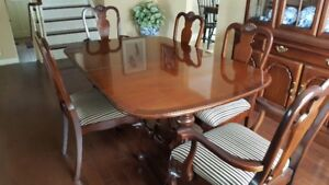 Strathroy traditional dining room set, table,6 chairs,buffet,