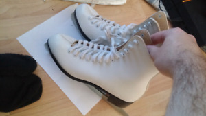 Vintage womens ice skates ccm size 8 great condition