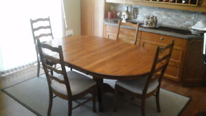 Solid oak dining table and 4 chairs Comox / Courtenay / Cumberland Comox Valley Area image 1