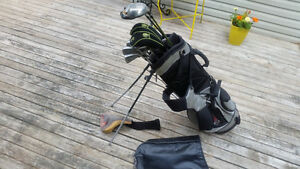 USED GOLD CLUBS - (titleist irons)
