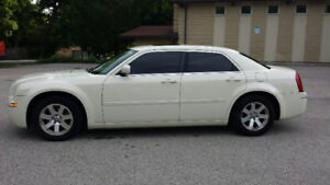 Great Condition, 2006 Chrysler 300 - Low kilometers