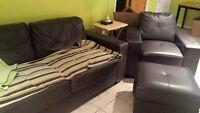 Sofa 2 places, pouf et sofa 1 place en cuirette brun foncé