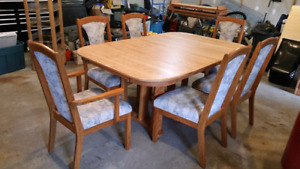 Oak table and chairs $400. OBO