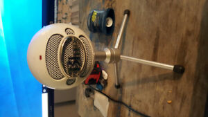 LIKE NEW Blue Snowball ICE Microphone