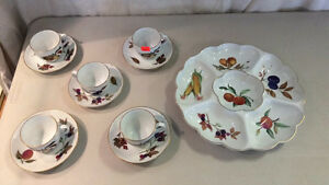 Worcester Evesham Cups & Saucers And Serving Tray