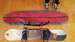 Planche à neige 150 cm à vendre avec bottes et étui.