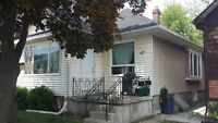 bright and clean duplex near downtown St Catharines