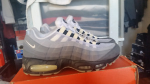 2002 DS Nike Air Max 95 size 9