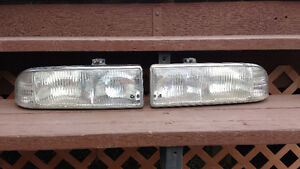 SET OF FRONT LAMP ASSEMBLY FROM 1999 CHEV S-10 TRUCK