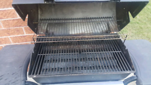 Used 2 burner bbq with 2 full tanks of propane