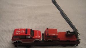 MARKLIN LONG FLAT CAR HO  WITH FIRE LADDER TRUCK