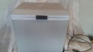 12 volt cooler. Koolatron P27 Voyager. excellent condition.