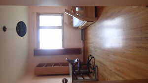Master bedroom next to UC/C-train/Bio Sciece-female only