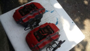 Two Porsche 4 piston calipers: incl pins, shims and used pads