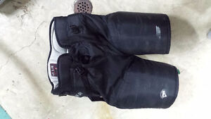 Hockey pants - Bauer women's large Kitchener / Waterloo Kitchener Area image 2