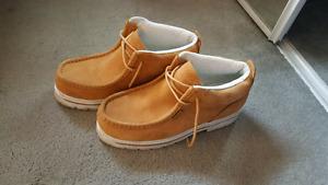 Sz 10 men's Lugz boots/shoes in EUC
