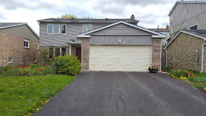"""★★★Beautiful Four Bedrooms House in Newmarket (Davis/Leslie)★★★"