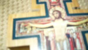 VINTAGE BEAUTIFUL HAND CRAFTED & SIGNED WOODEN CRUCIFIX AAA+ Kitchener / Waterloo Kitchener Area image 3