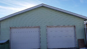 Double door garage in Whitehorn, NE