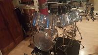 Drum batterie TAMA 17 morceaux TOUT INCLUT en parfait etat