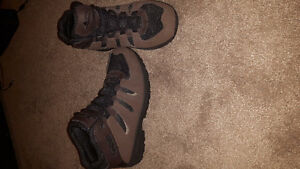 NEVERWORN White mountain hiking boots