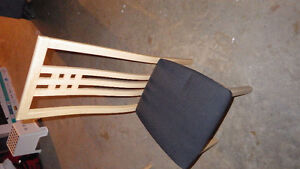 6 piece table/chairs- with leaf extention..... excellent conditi