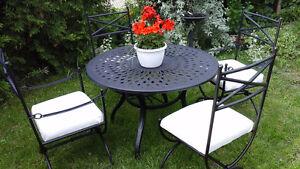 Magnifique set de patio en fer forgé