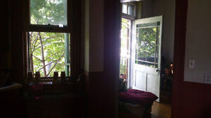 Big beautiful room middle of Mile End, available immediately Aug