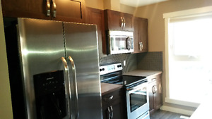 **2 BEDROOM/2 BATHROOM TOWNHOUSE AVAILABLE NOW**