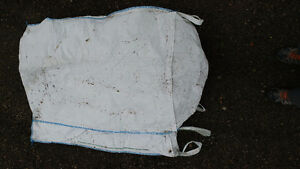 Large bottom feed yard bags