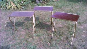 Trois petites tables en métal $5 l'ensemble!!