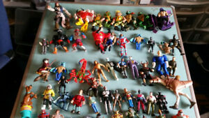 BOX OF VINTAGE TOYS AND ACTION FIGURES