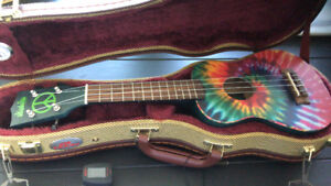 Ukulele brand new, with excellent temperature regulating case