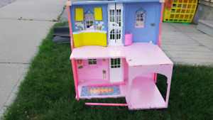 Fold up doll house  - Pick up GTA