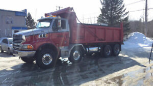 CAMION DOMPEUR 12 ROUES STERLING 2007