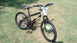"Boys 24"" MONGOOSE mountain bike BRAND NEW"