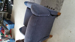Stylish recliner chair - blue - excellent condition Gatineau Ottawa / Gatineau Area image 2