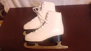 GIRLS FIGURE SKATES. GREAT CONDITION. Sarnia Sarnia Area image 2